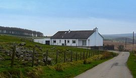 Craigells Holiday Cottage - Setting in beautiful Scottish heather clad hi