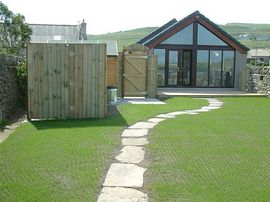Shorelines Accommodation - Glass end on the living/kitchen area