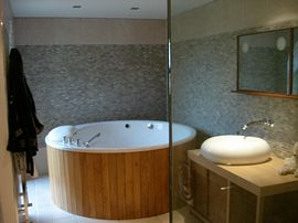 Part of master en-suite