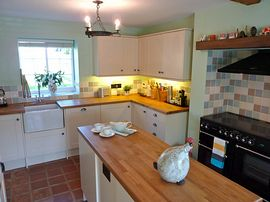 Fully fitted kitchen, perfect for self catering holiday