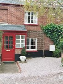 Exeter Cottage - Car parking outside and patio