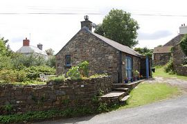Pencraig - Detached and not overlooked, the cottage has a nice garden