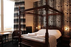 Inverleith Botanic Luxury Studio Apt. - Luxury kingsize four poster bed.
