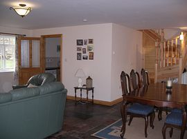 Mountain View Cottage - Spacious Lounge & Dining Room