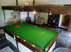 Roundhouse/snooker table