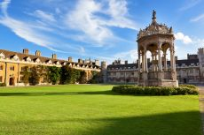 Inner Courtyard of Trinity College Cambridge © pinggr/shutterstock
