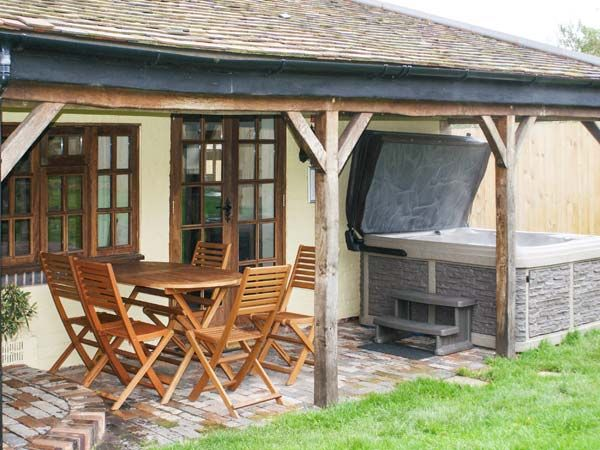 Brambles Cottage Hot Tub