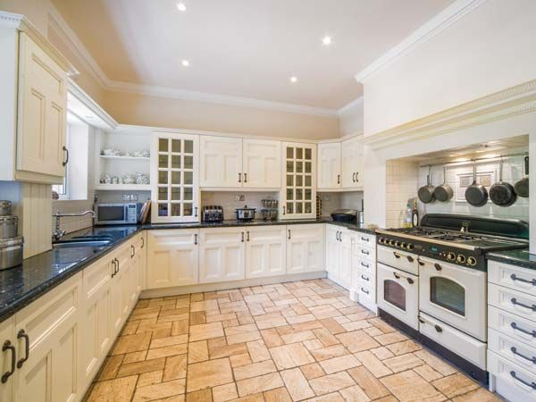 Gamekeepers Manor Kitchen