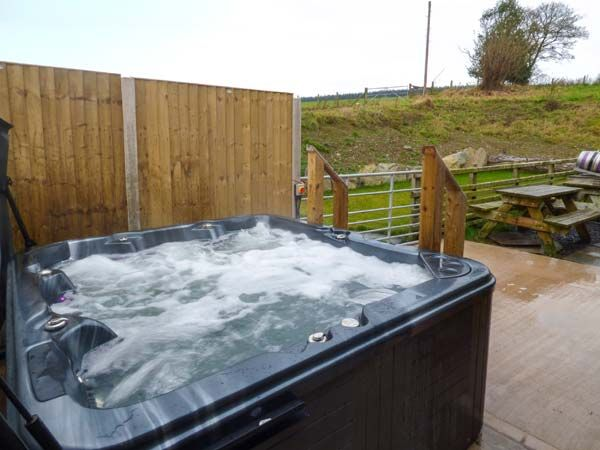 Maes Hot Tub
