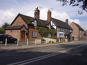 Cottages and The Star pub © Berenice Baynham