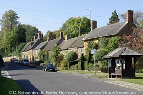 Cross Hill Road Bus Stop in West Adderbury © Claus Schoenbrodt