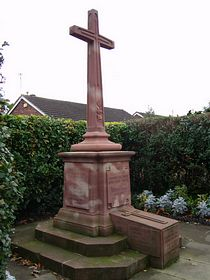 War Memorial Cross © Shirley Leedham