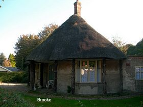 The thatched Roundhouse © Peggy Cannell