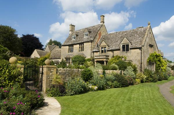 Honey coloured Cotsworld stone homes in Chipping Campden