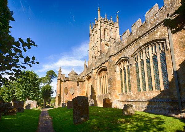 St James Church and graveyard in old Cotswold town of Chipping Campden