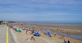 The beach at Dymchurch, Kent, UK, looking towards Hythe. (c) Ian Dunster via Wikimedia Commons