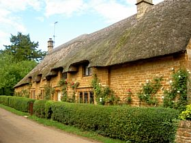 Cottage in Great Tew, Oxfordshire © Leslie Brown