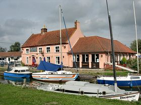 The Pleasure Boat Inn. © Peggy Cannell
