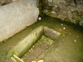 Kilmartin - inside the cairn © Thomas
