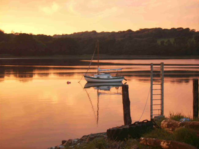 Sunset at Landshipping, looking across the eastern Cleddau © Sarah Hoss