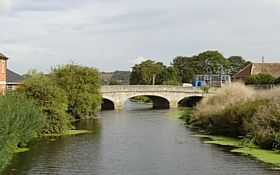 Bow Bridge over the River Parrett, Langport (2006) © Andrea Pyle