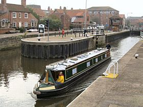 Newark Town Lock, Newark-on-Trent © Ted Clark