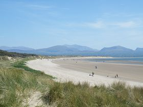 Newborough beach © Eunice Ratcliffe