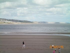 Glamorgan heritage coast from Newton beach © Philip Cookson