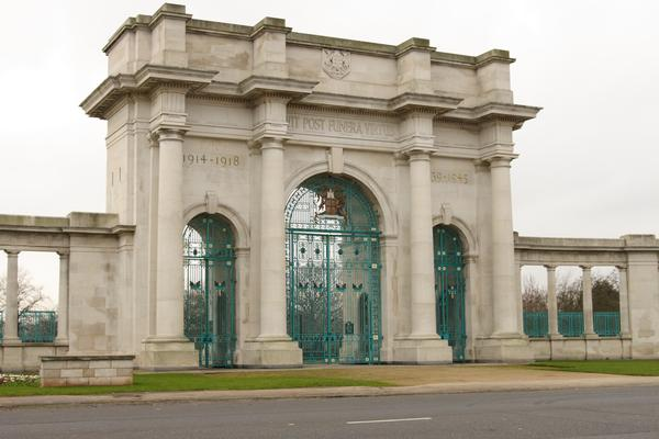 Imposing arches of the Nottinhgam War Memorial