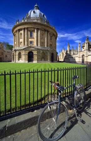 Radcliffe Camera with bicycle in foreground