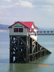 Lifeboat station in Swansea Bay © Philip Cookson