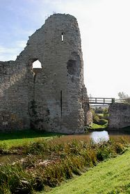 The gatehouse of Pevensey castle © S Lewry