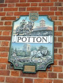 The Town Council centenary plaque, Potton © Jackie Staines
