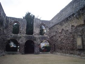 Abbey Ruins, Forbury Gardens Reading © Anna Grist