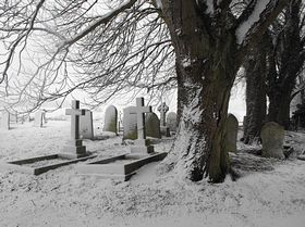 Scamblesby Church Yard © Madelaine Phillips