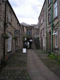 One of the characteristic streets of Settle © Willemina Venema
