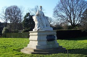 Queen Victoria Statue by Kensington Palace © Larry Taylor