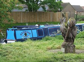 The Kingfisher, a wooden sculpture on the north bank of the Kyme Eau © Peter Bettis