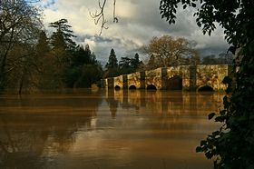 stopham bridge in flood 25 02 07 © Steve Doidge