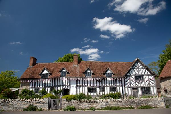 White half-timbered house - Mary Arden's House