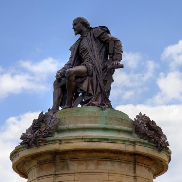 Statue of William Shakespeare, seated, on top of a column - Stratford-upon-Avon