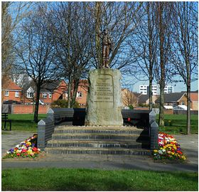 War memorial on Thornaby road © ady