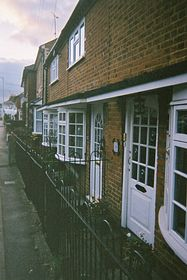 London road cottages © Barbara Storey