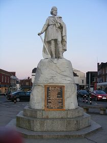 King Alfred's statue © Vivienne Cousins
